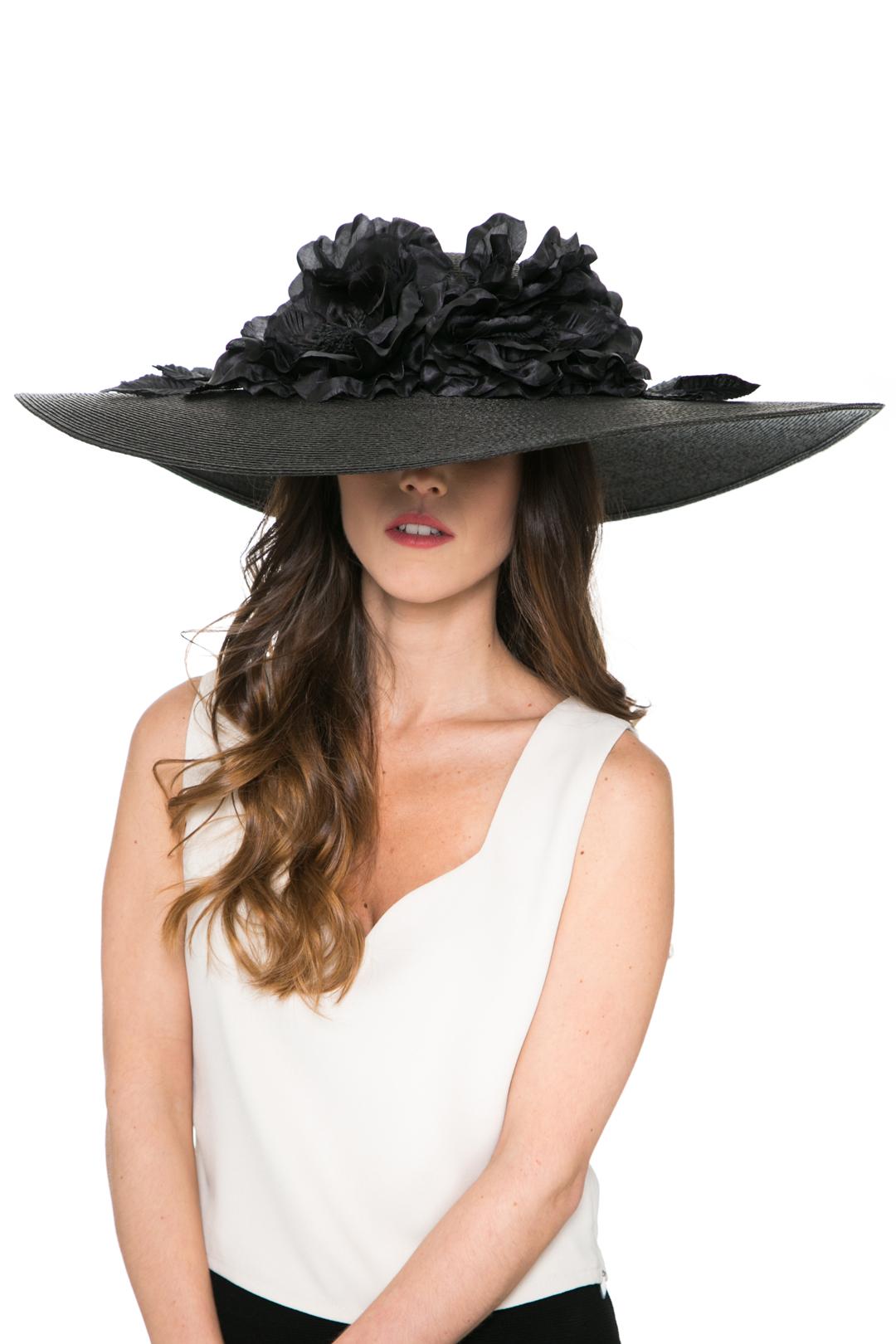 front - Pamela Total in Black